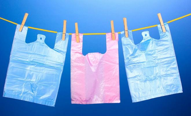 Περιβαλλοντικό τέλος στις πλαστικές σακούλες μεταφοράς. Στα 9 λεπτά του ευρώ από 1.1.2019